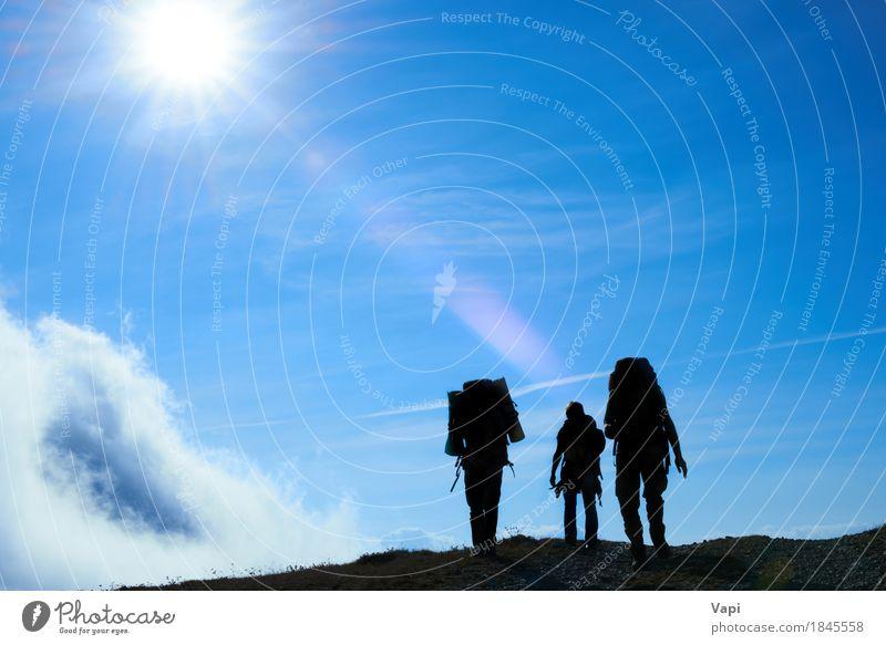 Schattenbild des Wanderns von Freunden gegen Sonne Wellness Ferien & Urlaub & Reisen Tourismus Ausflug Abenteuer Freiheit Sommer Sommerurlaub Berge u. Gebirge
