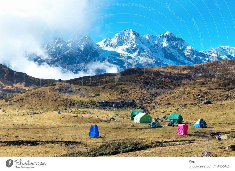 Campingplatz mit Zelten auf der Spitze von hohen Bergen Ferien & Urlaub & Reisen Schnee Berge u. Gebirge wandern Umwelt Natur Landschaft Himmel Wolken Sommer
