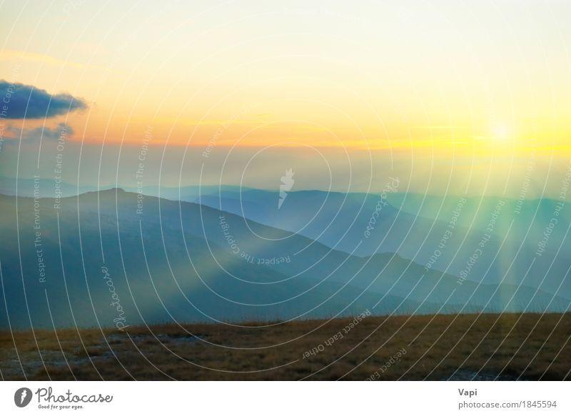 Schöner Sonnenuntergang in den Bergen Himmel Natur Ferien & Urlaub & Reisen Himmel (Jenseits) blau Farbe Sommer grün Landschaft rot Wolken Berge u. Gebirge