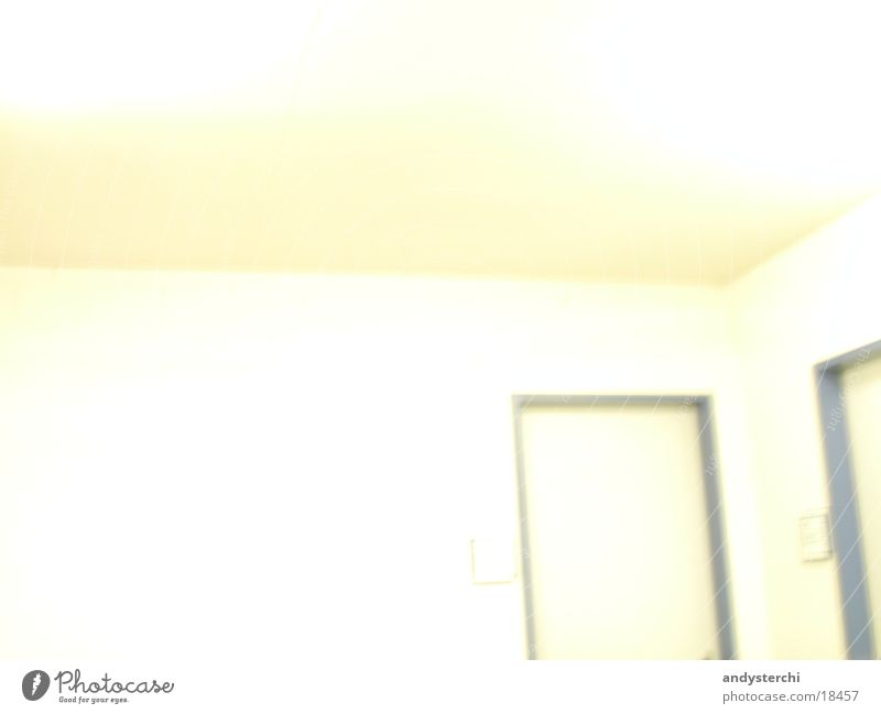 White Wall weiß blau gelb Wand Architektur Tür Ecke Decke Rahmen