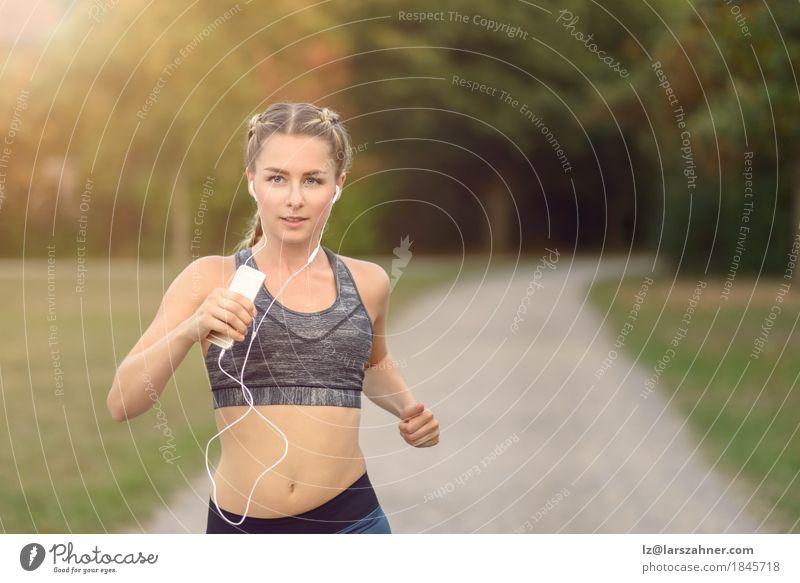 Mensch Frau Jugendliche Farbe Sommer Baum Landschaft 18-30 Jahre Erwachsene Wege & Pfade Lifestyle Bewegung Sport feminin Park frisch