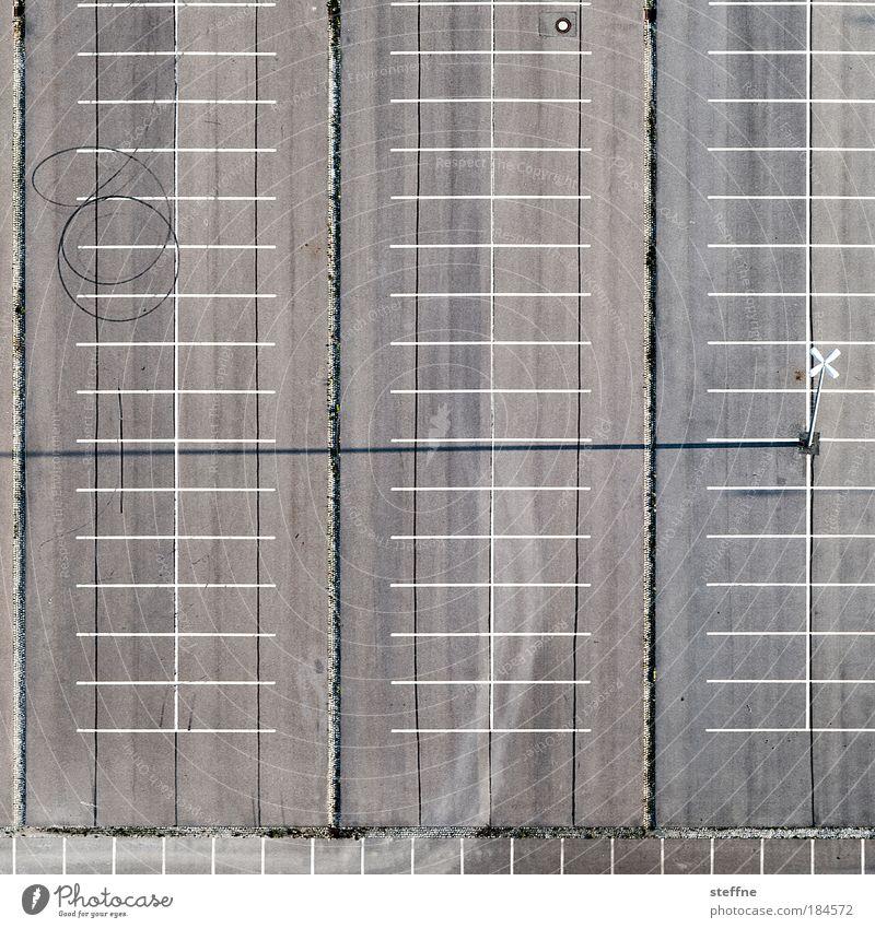 Bremskringel sozusagen Straße Luftaufnahme Vogelperspektive Beton leer Ordnung fahren Asphalt Autofahren Parkplatz parken Textfreiraum graphisch Platz