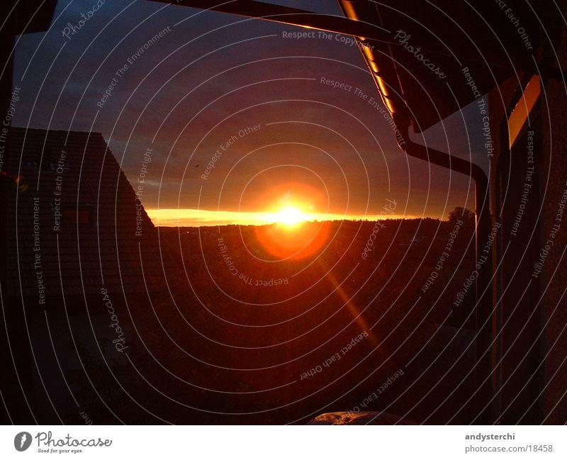 Sonnenuntergang Sonne Haus orange Horizont Dach