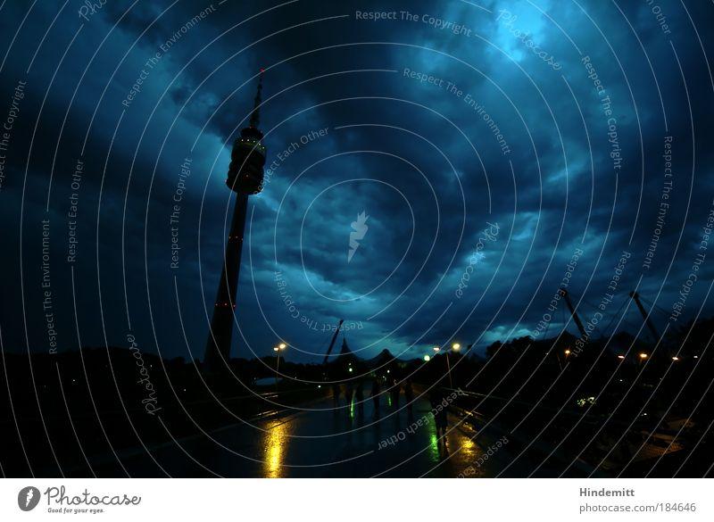 LOKALKOLORIT | Unsa Tuam im Stuam Farbfoto Außenaufnahme Textfreiraum rechts Textfreiraum oben Dämmerung Schatten Kontrast Silhouette Reflexion & Spiegelung