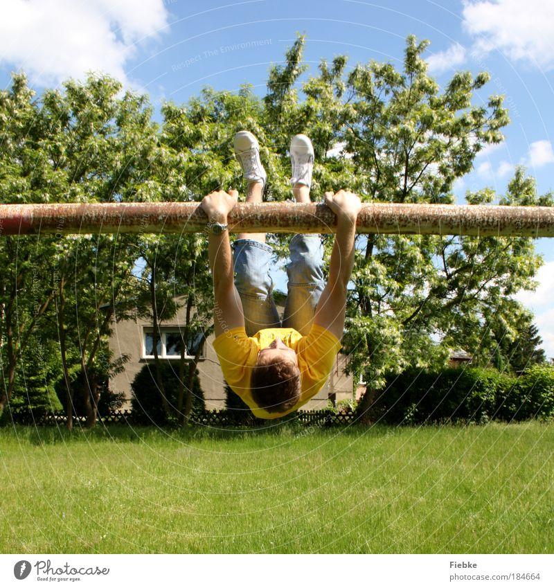 Gute Laune Farbfoto mehrfarbig Außenaufnahme Textfreiraum unten Tag Licht Kontrast Sonnenlicht Blick nach oben Freude Glück Sport Fitness Sport-Training