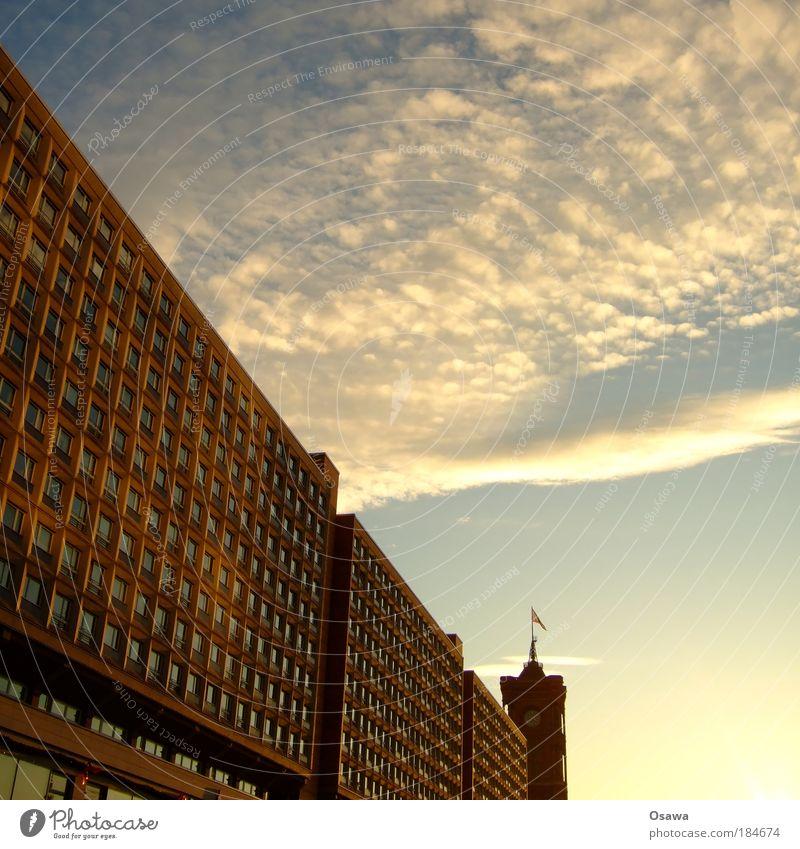Rotes Rathaus Farbfoto Außenaufnahme Menschenleer Textfreiraum rechts Textfreiraum oben Abend Dämmerung Sonnenlicht Berlin-Mitte Stadt Hauptstadt Haus Hochhaus