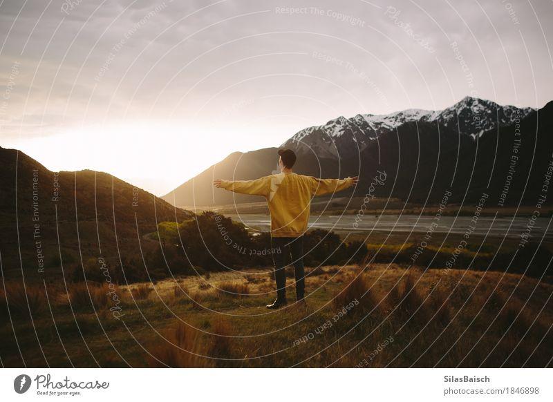 In die Wildnis Lifestyle Freude Glück Ferien & Urlaub & Reisen Ausflug Abenteuer Ferne Freiheit Camping Sommerurlaub wandern Junger Mann Jugendliche Leben