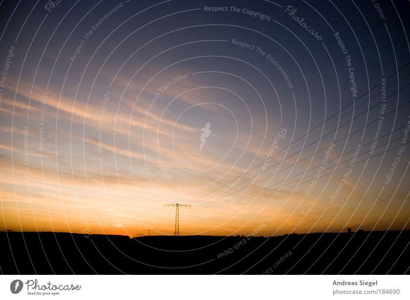 An End Has A Start Farbfoto Gedeckte Farben Außenaufnahme Menschenleer Textfreiraum oben Abend Dämmerung Silhouette Sonnenlicht Sonnenaufgang Sonnenuntergang