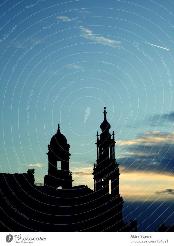 Sun go down in my town Himmel blau Stadt schwarz gelb dunkel Gebäude Religion & Glaube Architektur Wetter elegant ästhetisch Wachstum Zukunft Kirche