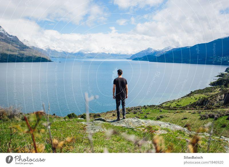 Natur Ferien & Urlaub & Reisen Jugendliche Junger Mann Landschaft Freude Ferne 18-30 Jahre Berge u. Gebirge Erwachsene Glück Freiheit See Felsen Ausflug wandern
