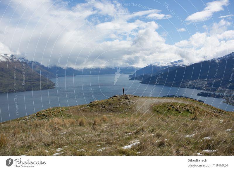 Den Moment genießen Mensch Ferien & Urlaub & Reisen Jugendliche Junger Mann Ferne 18-30 Jahre Berge u. Gebirge Erwachsene Schnee Glück Freiheit See Felsen