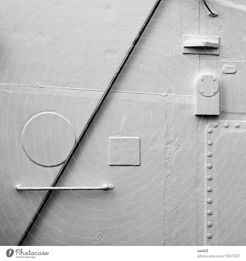Zeichensprache Halterung Dinge Stab Schifffahrt Bordwand Griff Niete Metall eckig einfach maritim rund weiß Präzision Rätsel wenige minimalistisch unklar rau