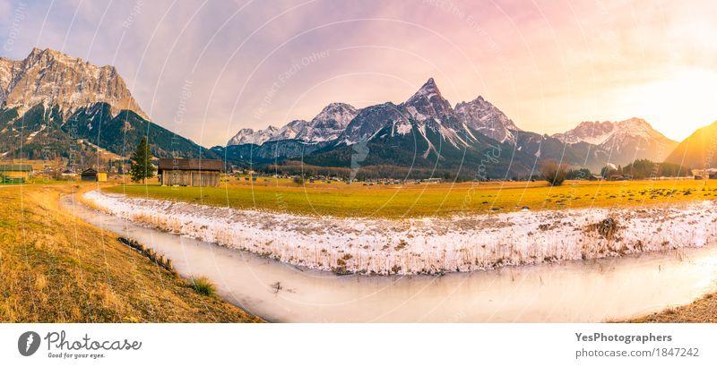 Alpines Winterpanorama am Nachmittag Natur Ferien & Urlaub & Reisen weiß Landschaft Berge u. Gebirge gelb Wiese Schnee Tourismus Textfreiraum Feld Europa