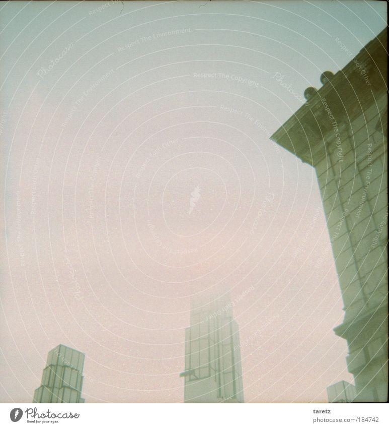 Hoch hinaus Himmel Ferne Wand Stil träumen Mauer Linie hell Architektur Nebel hoch Fassade leer ästhetisch Turm