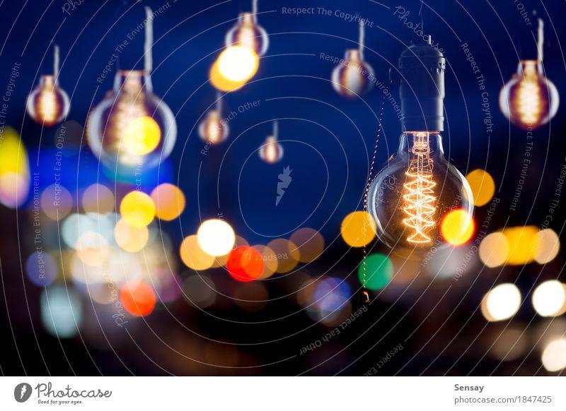 Vintage Glühbirnen von Edison Typ Stil Lampe Stadt Tube alt dunkel hell retro braun gelb rot schwarz Idee Knolle Licht altehrwürdig erhängen Hintergrund Glanz