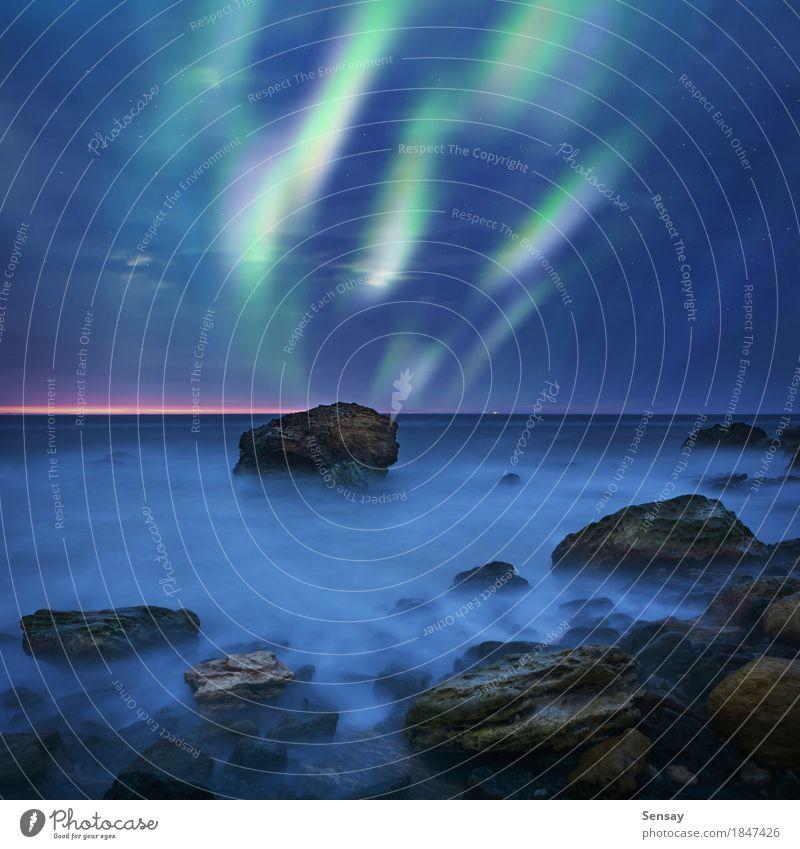 Aurora Borealis über dem Meer Winter Natur Landschaft Himmel See dunkel hell natürlich grün Farbe nördlich Island borealis Hintergrund Norden Schweden Raum kalt