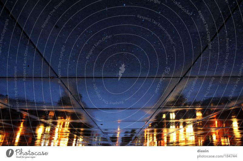 Mannheim, Friedrichsplatz Stadt Haus Farbe kalt Gebäude Kunst Architektur nass Platz geheimnisvoll Menschenleer Bauwerk Nacht skurril Stadtzentrum bizarr