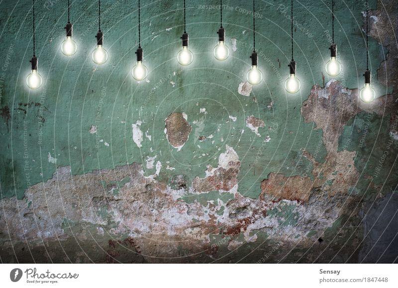 Glühlampen der Weinlese auf Wandhintergrund Design Lampe Wissenschaften Technik & Technologie Backstein alt hell gelb grün Energie Farbe Idee Kreativität Licht