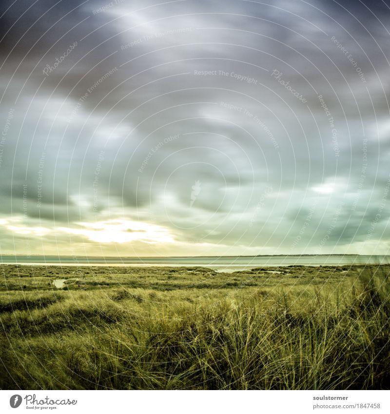 Wolkenhimmel an der Inselküste Umwelt Natur Landschaft Urelemente Luft Wasser Himmel Herbst schlechtes Wetter Sturm Wellen Küste Seeufer Strand Nordsee Meer