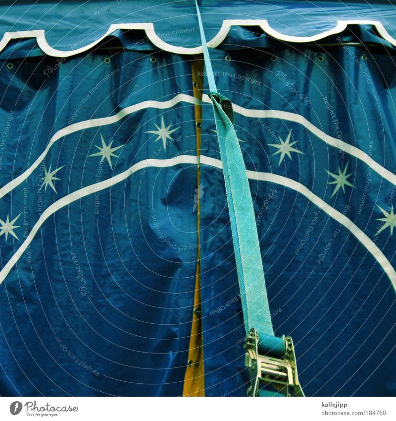 stars in der manege Farbfoto Außenaufnahme Tag Zirkus Veranstaltung Gurt Zelt Zirkuszelt blau Kindheit Zelteingang Detailaufnahme Bildausschnitt Anschnitt