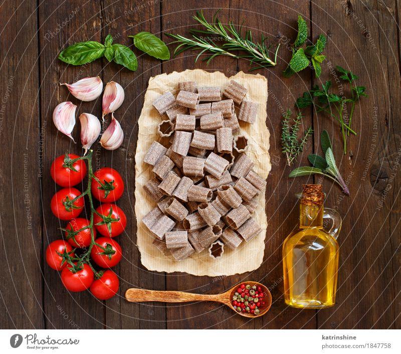 Vollkornnudeln, Gemüse, Kräuter und Olivenöl Teigwaren Backwaren Kräuter & Gewürze Öl Vegetarische Ernährung Diät Italienische Küche Flasche Löffel Tisch Blatt