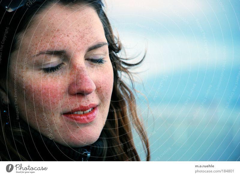 Sternensehen Mensch Jugendliche blau schön Gesicht Erwachsene Auge feminin Kopf Haare & Frisuren träumen Stimmung Mund Haut Nase nachdenklich