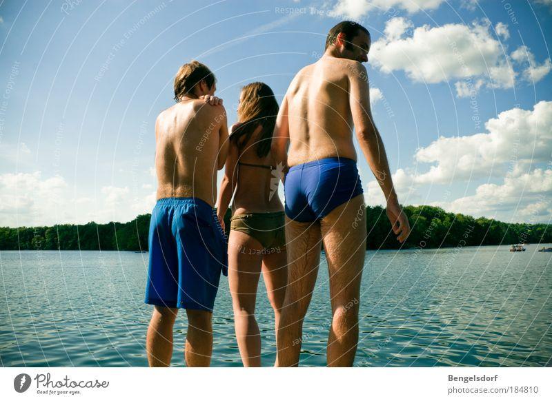 Sie tragen Sommer im Herzen Mensch Frau Mann Jugendliche Ferien & Urlaub & Reisen Sonne Sommer Erwachsene Ferne Erholung Leben See Paar Freundschaft Freizeit & Hobby Schwimmen & Baden