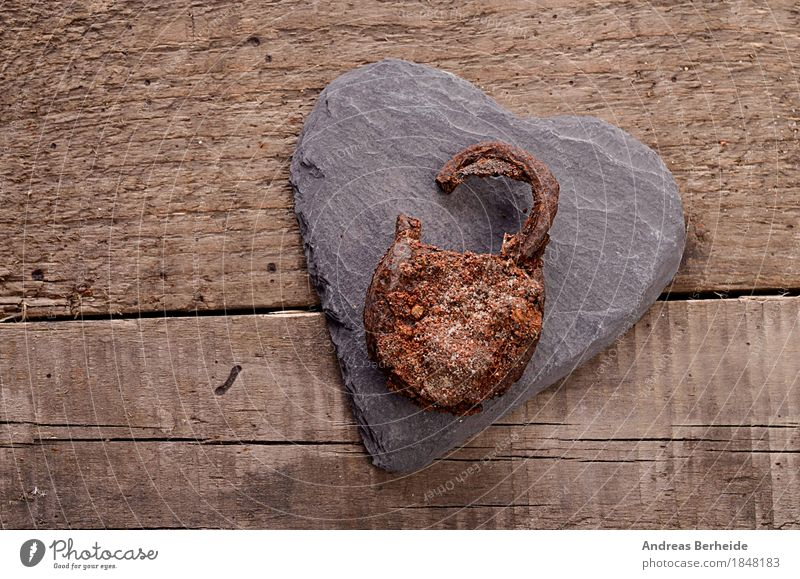 Öffne Dein Herz Design Liebe retro Hintergrundbild old rusty hearts fidelity metal Symbole & Metaphern Grunge safety closed keyhole day Farbfoto Studioaufnahme
