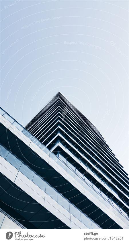 sky is the limit blau Stadt Haus Ferne Fenster Architektur Wand Gebäude Mauer Business Fassade Büro modern Hochhaus Perspektive hoch
