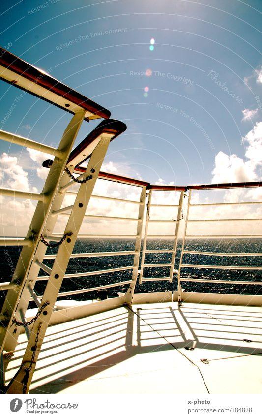 Kreuzfahrt Farbfoto Außenaufnahme Ferien & Urlaub & Reisen Tourismus Ausflug Ferne Freiheit Sommer Sommerurlaub Sonne Sonnenbad Meer Wasser Sonnenlicht