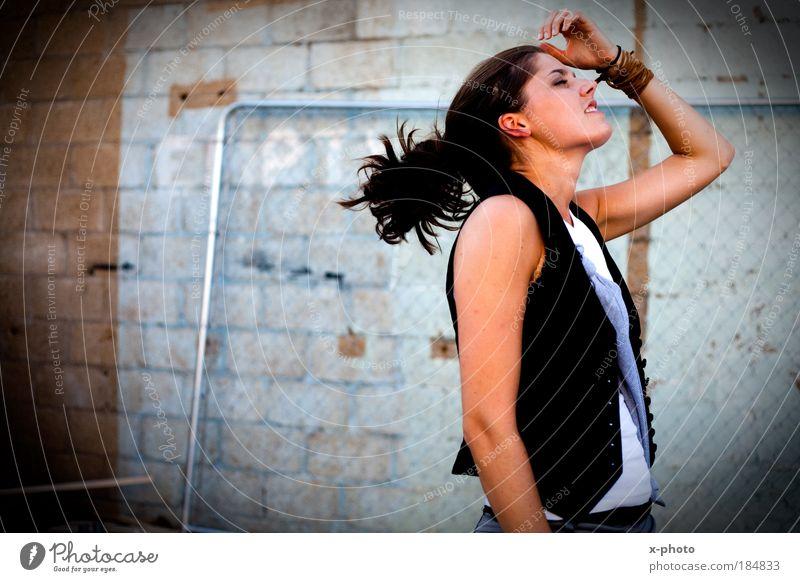 frei. Frau Mensch Jugendliche schön Erholung feminin Haare & Frisuren träumen Mode Erwachsene Freizeit & Hobby entdecken Sinnesorgane Wohlgefühl