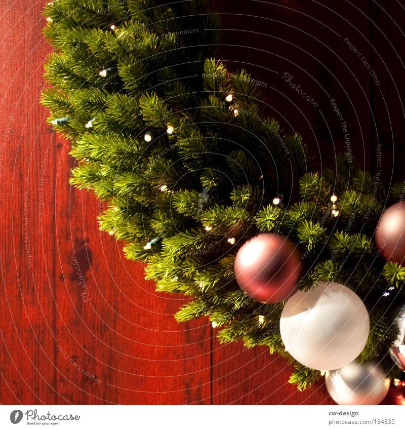 Adventskranz Weihnachten & Advent grün Winter Gefühle Holz Feste & Feiern Stimmung Dekoration & Verzierung Neugier Kranz Glaube Duft Weihnachtsbaum Holzbrett Kugel Tanne