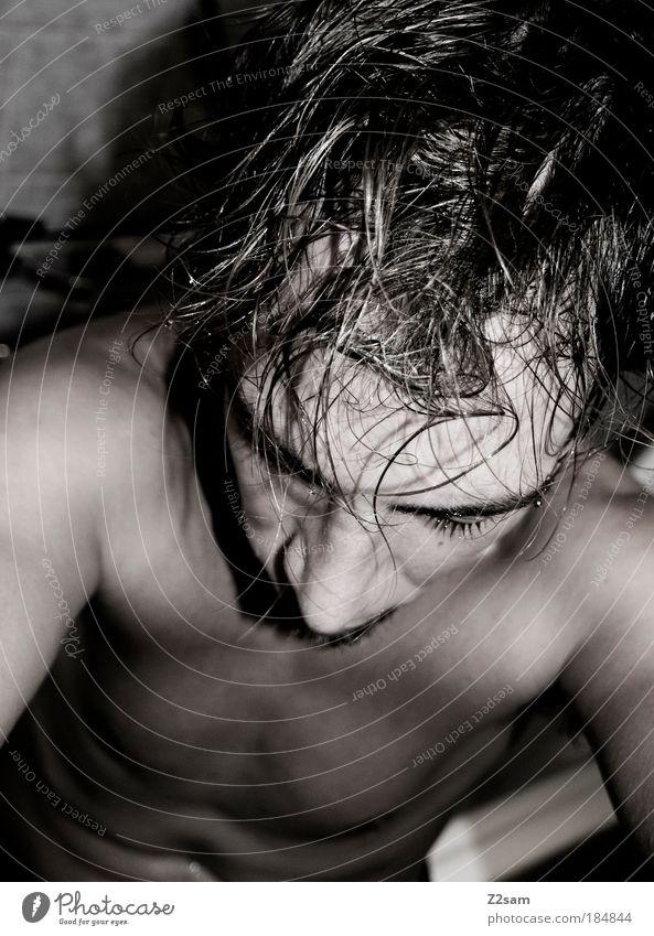 es war ein harter tag Mensch Jugendliche ruhig dunkel Erholung träumen Traurigkeit Denken Erwachsene maskulin nass sitzen Pause kaputt Schwimmen & Baden