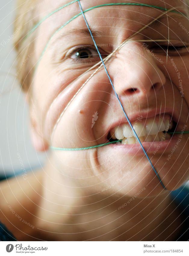Gummibild Mensch Jugendliche Gesicht Erwachsene Auge Kopf Haare & Frisuren Haut Nase 18-30 Jahre Zähne Wut Schmerz Porträt bizarr Aggression