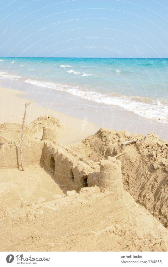 Buddelkasten im Paradis Wasser Sonne Ferien & Urlaub & Reisen Meer Sommer Strand Ferne Spielen Freiheit Architektur Sand Gebäude Küste Kindheit Wellen
