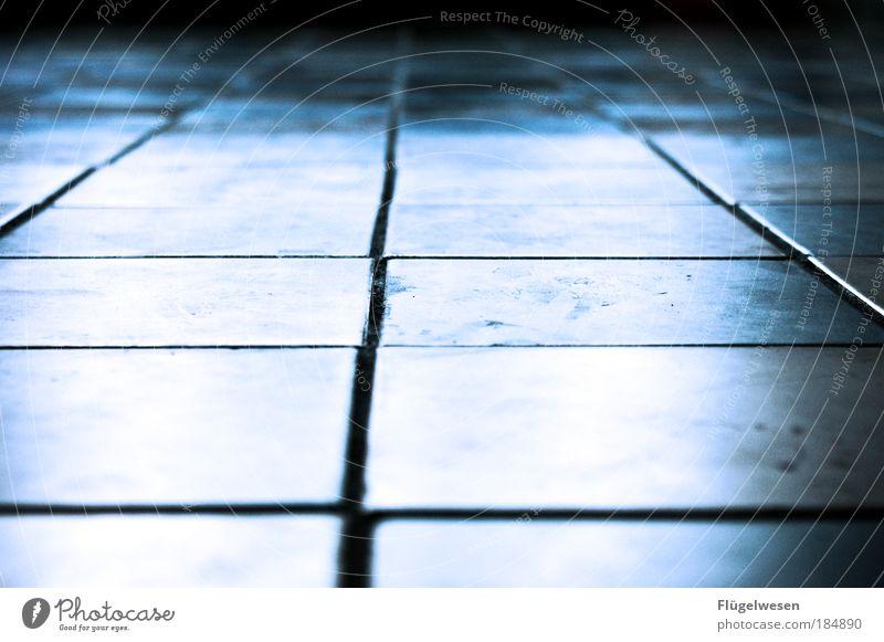 Verfugte Scheiße! Farbfoto Innenaufnahme Abend Schwache Tiefenschärfe Lifestyle Häusliches Leben Wohnung Küche Bad Handwerker Mauer Wand Fassade Fußgänger Stein