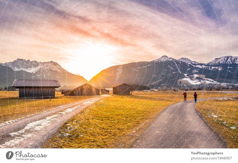 Wintersonnenuntergang über alpinen Landstraßen Leben Erholung ruhig Ferien & Urlaub & Reisen Tourismus Ausflug Freiheit Sonne Schnee Berge u. Gebirge