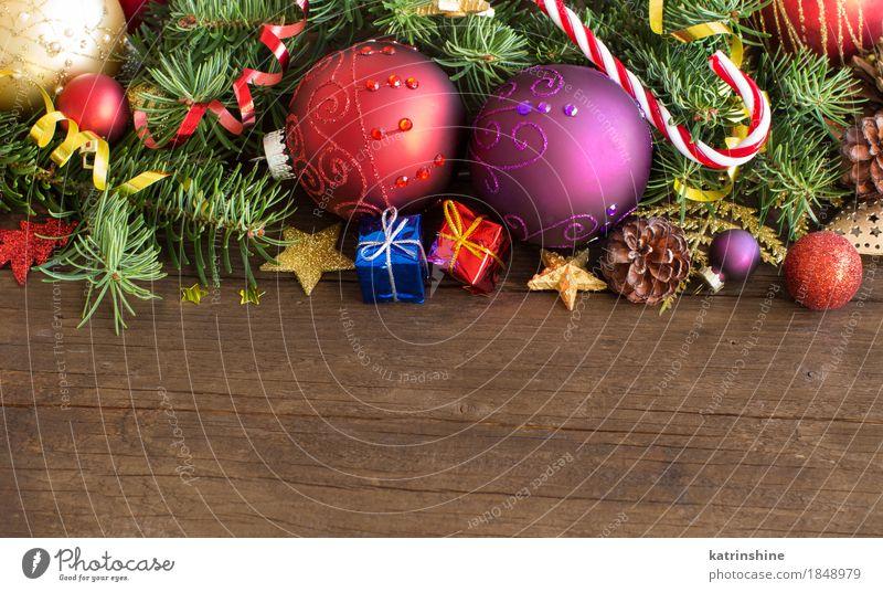 Bunte Weihnachtsdekorationen - Flitter, Sterne und Kiefernkegel blau Weihnachten & Advent Farbe grün Baum rot Winter gelb grau Feste & Feiern hell