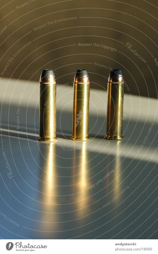 3 Rounds Bildart & Bildgenre Waffe Pistole Dinge Munition Kugel 357 magnum Metall refektion Schuss
