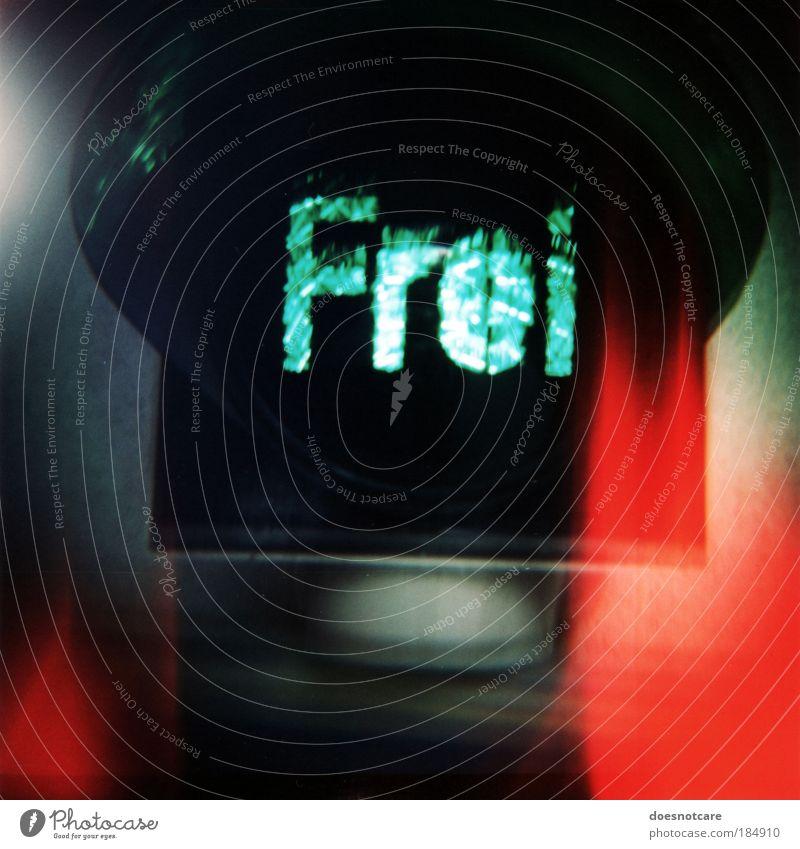 Sport ____! Verkehr Ampel Verkehrszeichen Verkehrsschild grün rot schwarz frei Freiheit diana+ Lomografie Mittelformat Rollfilm analog rot-grün Unschärfe