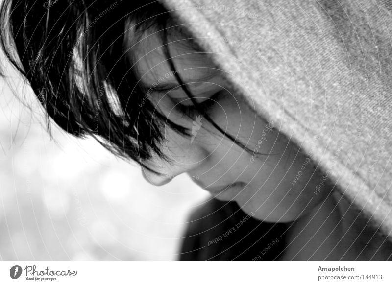 GRAU Jugendliche Junge Frau Junger Mann Einsamkeit Traurigkeit feminin maskulin träumen Angst gefährlich Zukunft Hoffnung Neugier Sicherheit Sehnsucht