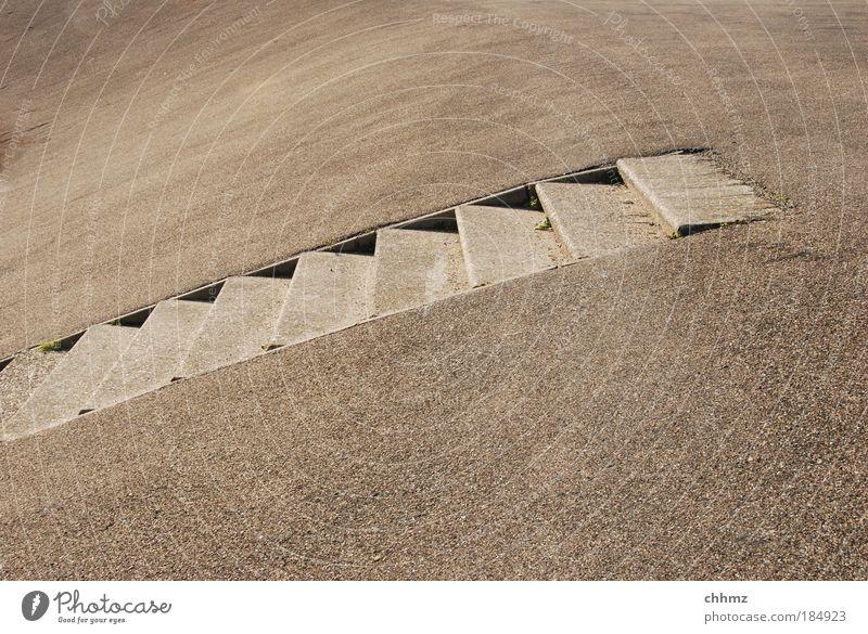 Treppe Gedeckte Farben Außenaufnahme Textfreiraum oben Textfreiraum unten Tag Schatten Kontrast Küste Nordsee Insel texel Stein Beton Einsamkeit aufwärts