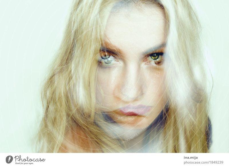 Individualität? Mensch Frau Jugendliche Junge Frau 18-30 Jahre Gesicht Erwachsene feminin Kunst wild träumen Angst beobachten bedrohlich Unendlichkeit
