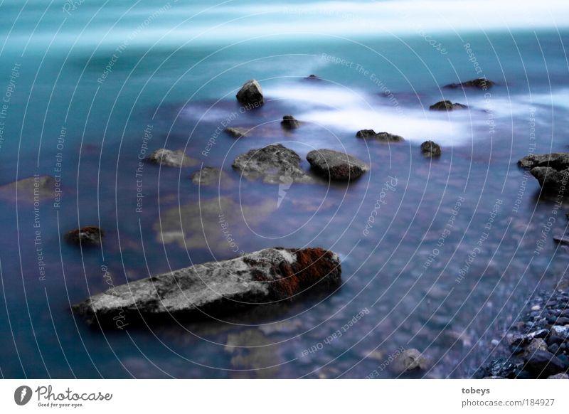 Der Bauer war erzürnt... Wasser weiß Meer Strand kalt Küste Stein Fluss Felsen Wellen dreckig bedrohlich Seeufer Bucht Nordsee