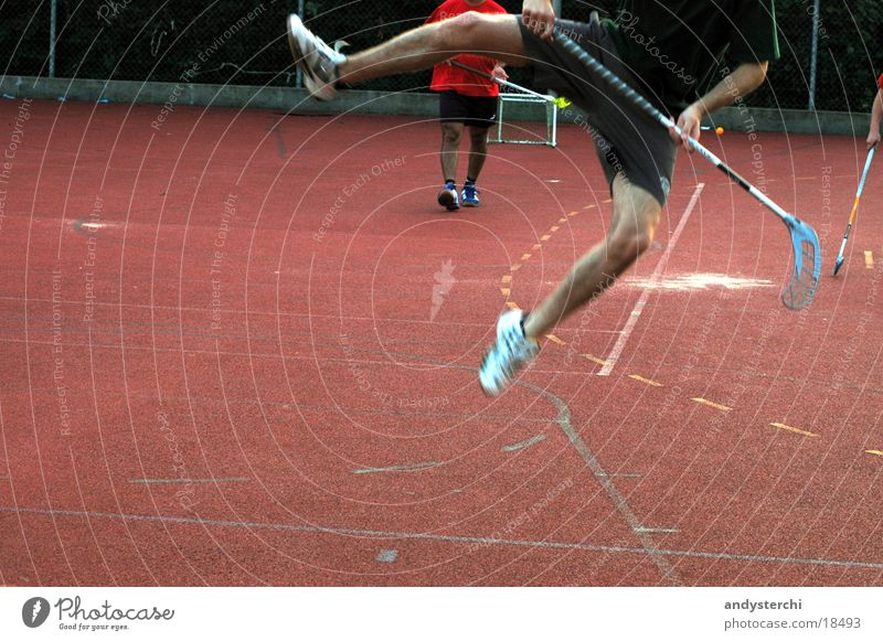 Jump! springen Sportplatz Luft unihockey Beine floorball gummiplatz