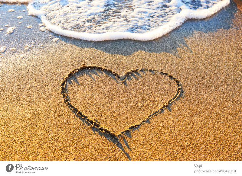 Herz gezeichnet auf den Strandsand Natur Ferien & Urlaub & Reisen blau Sommer Wasser Sonne Meer Landschaft Erholung Freude gelb Liebe natürlich Küste Sand