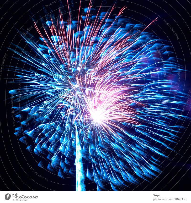 Blaues und rotes buntes Feiertagsfeuerwerk Himmel blau Weihnachten & Advent Farbe schön weiß Freude dunkel schwarz gelb Feste & Feiern Party rosa hell neu