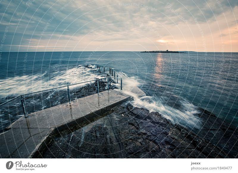 Die letzte Freiheit Ferne Wasser Himmel Wolken Wellen Küste Meer Insel Republik Irland Wege & Pfade Unendlichkeit blau grau orange weiß Fernweh Hoffnung