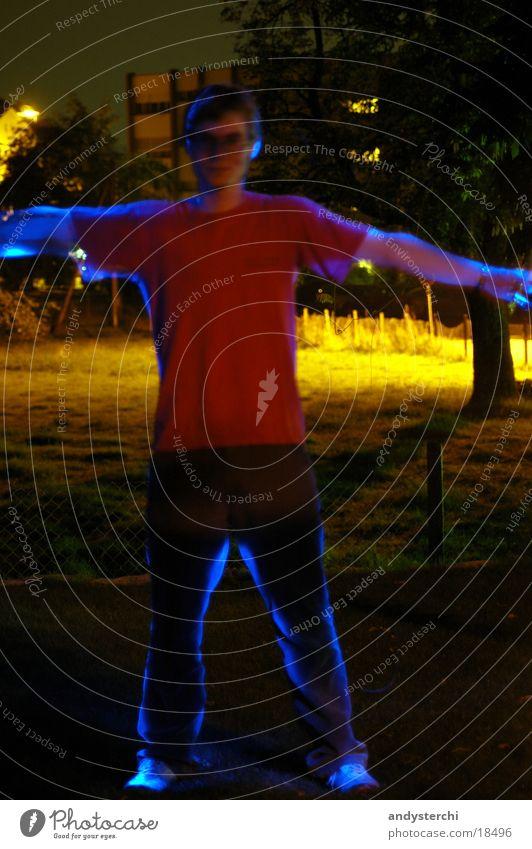 Experiment #3 Laser Licht Nacht dunkel Langzeitbelichtung Mensch ruhig
