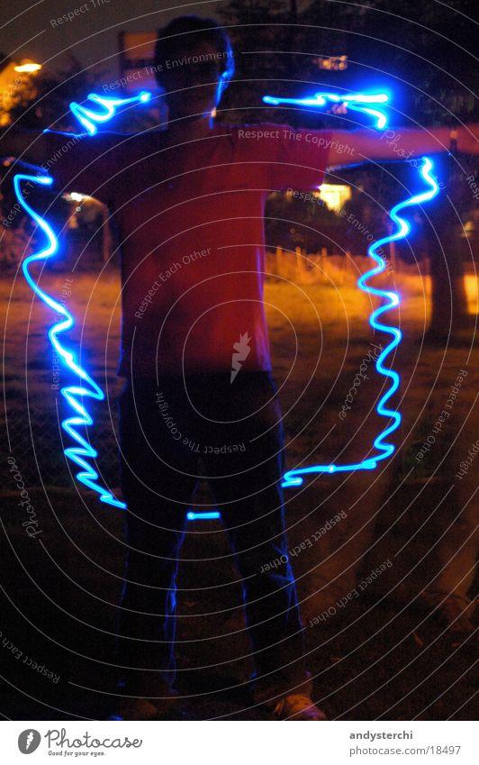 Experiment #1 Laser Licht Nacht dunkel Langzeitbelichtung Mensch ruhig